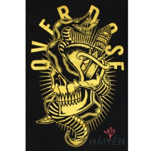Logo Áo thun OverDose Thái Lan màu đen in hình con rắn quấn thanh gươm nhũ vàng T0106