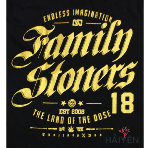 Logo Áo thun OverDose Thái Lan màu đen in chữ Family Stoners nhũ vàng T0102