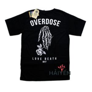 Mặt sau Áo thun Thái Lan đen in 3D bàn tay xương cầm hoa hồng cùng chữ Love Death T0154