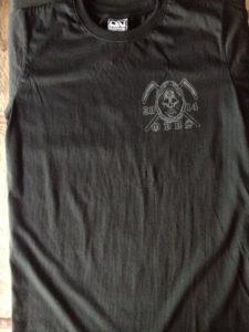 Áo thun Thái Lan màu đen in 3D logo đầu lâu với lưỡi hái tử thần trên góc áo trái T0171