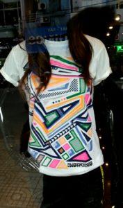 Áo thun Thái Lan màu trắng in 3D mảnh ghép Audition sắc màu phản quang trong đêm T0182