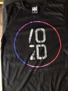 Áo thun Thái lan màu đen in 3D chữ OD có vòng tròng xanh dương hồng xoay quanh T0187