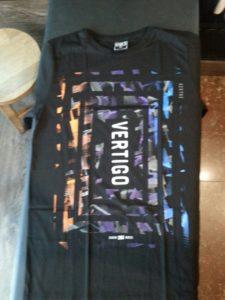 Áo thun Thái lan màu đen in 3D chữ Vertigo trong tâm họa tiết màu cam tím xanh dương T0177