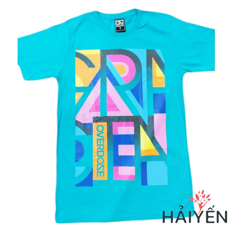 Áo thun 3D Thái Lan xanh ngọc in mảnh ghép chữ Overdose sắc màu vàng hồng xanh dương xám ghép hình chữ nhật T0295