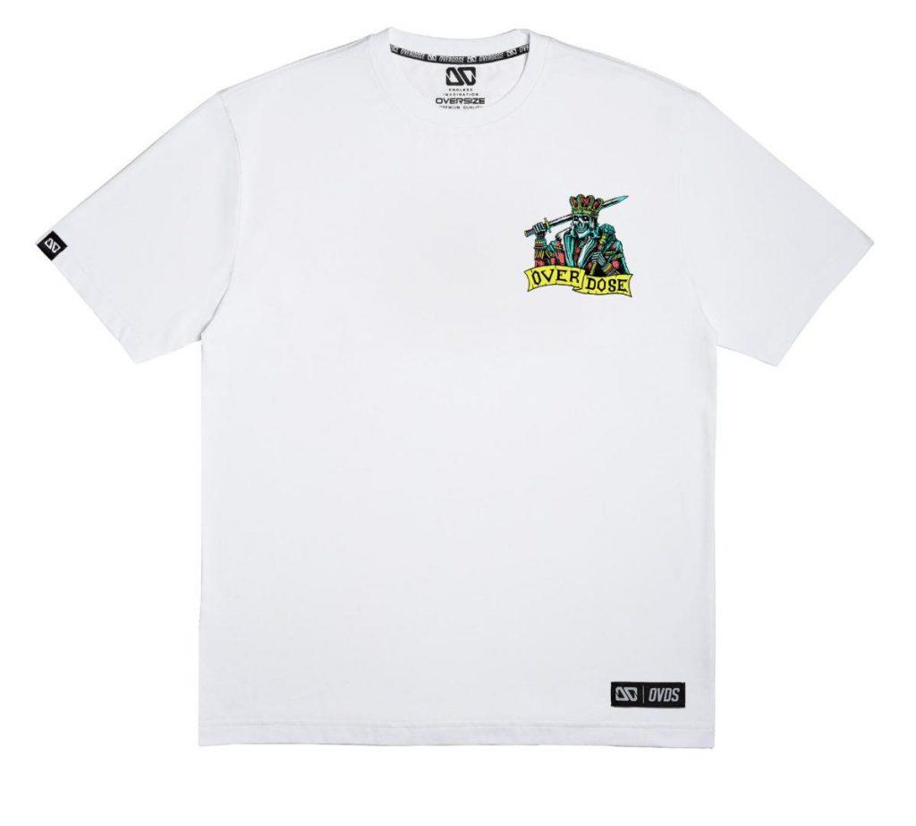 Áo thun Oversize trắng in logo Vua đầu lâu xanh cùng chữ Overdose T0348